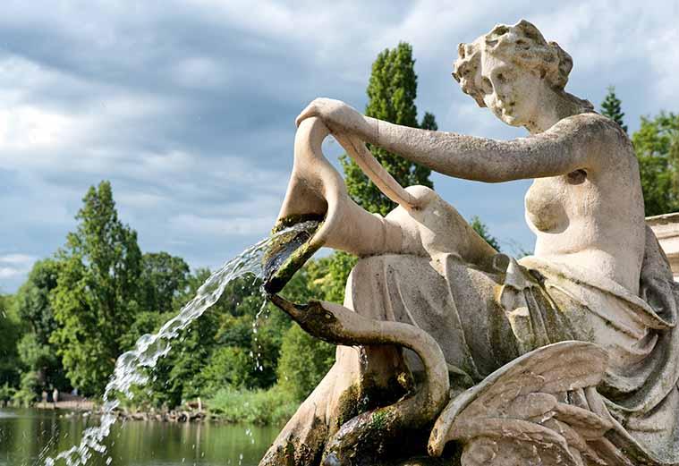 Statue Kensington Gardens London