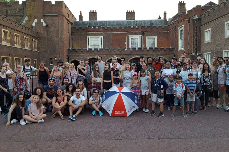 group photo during Ghost tour in London with Wonders of London